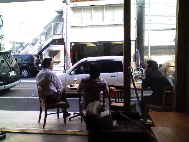 左から山口さん、ボス、阿部さん。