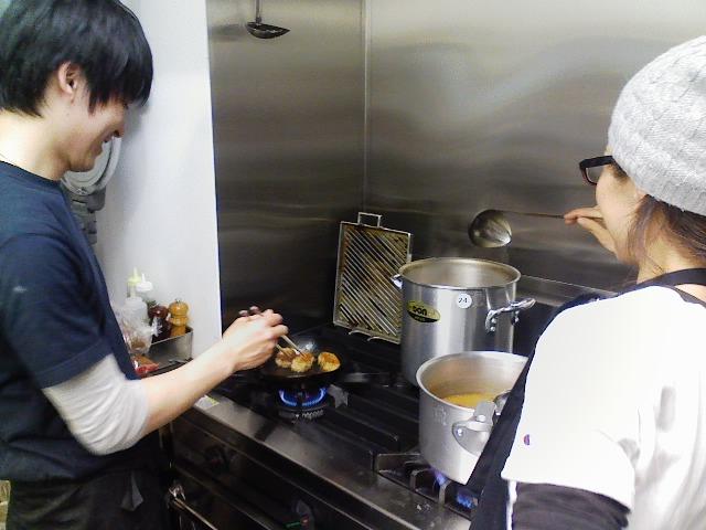 意外とひょうきんキャラということが判明した厨房のゆうすけ。