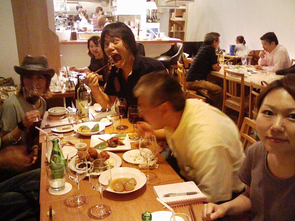 右から企画の山口さん、GMの中村さん、プレスの渋井さん