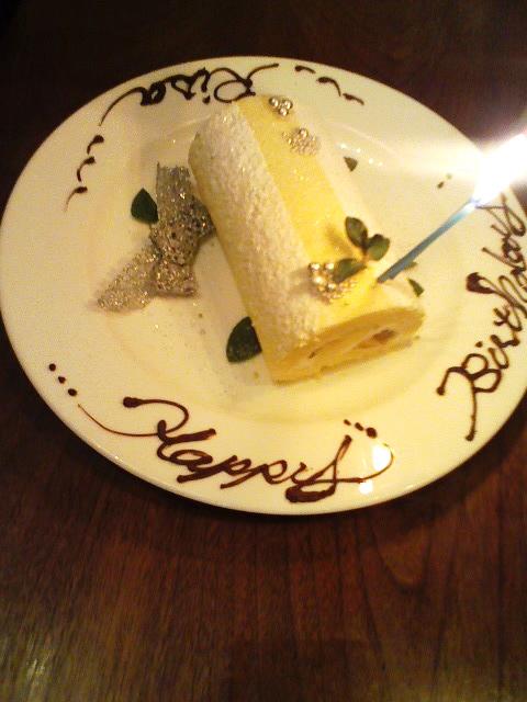 色んなケーキでお祝いしますよー。