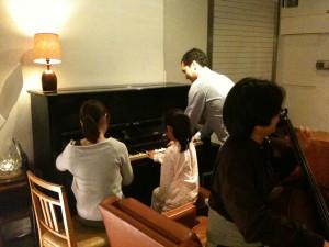 閉店後は連弾と、中村潤さんによるバッハのプレリュード!特別な夜をありがとうございました〜。